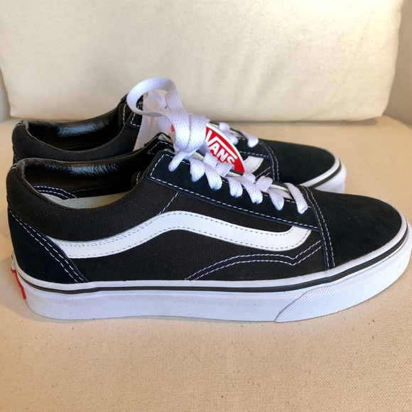 57f2a90a8db NWB VANS Old Skool Shoes US 4.5 Boys   6 Womens